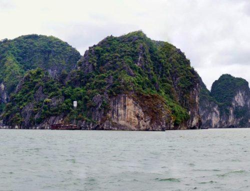 Halong Bay – Laskeutuvan lohikäärmeen lahti