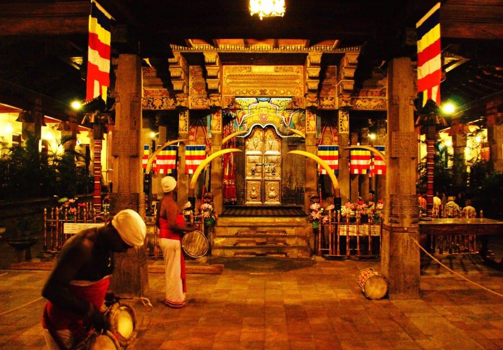 Kandy – Kansantansseja ja hammastemppeli