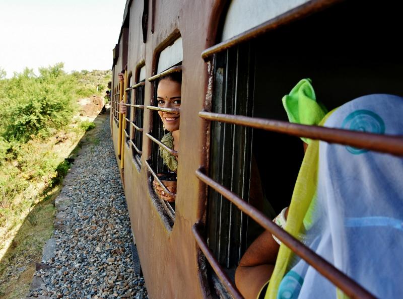 reissausta junalla