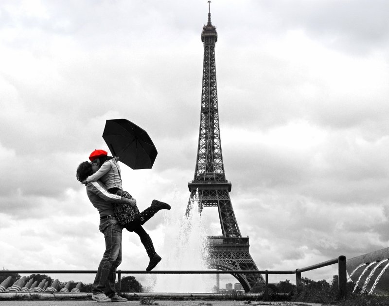 Eiffel-tornin edessä