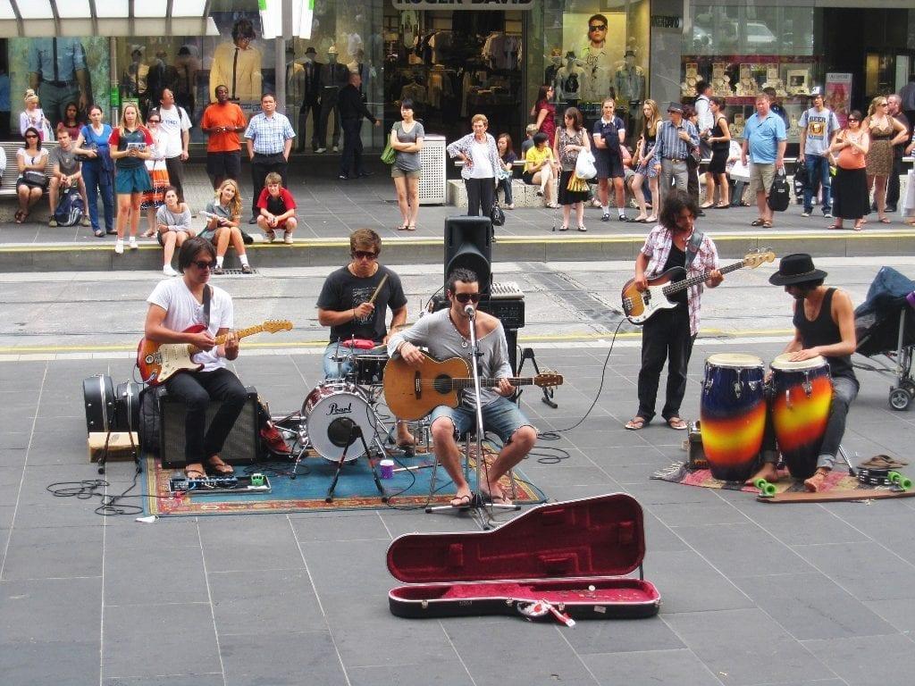 Katuesiintyjiä Melbournessa