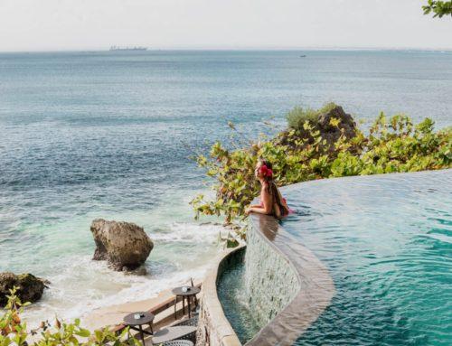 Hotelli 12 uima-altaalla Balin Uluwatussa