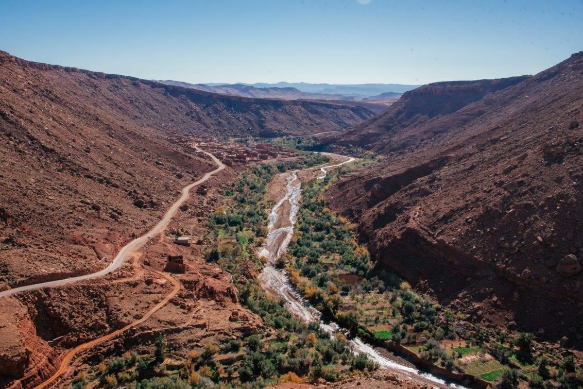 autolla-marokon-vuorilla
