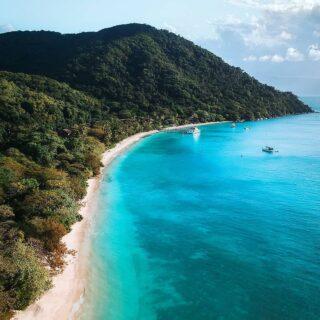 """Which photo is your favourite, 1, 2, 3, or 4? I couldn't choose 🙈 Can't wait to visit Fitzroy Island and the Great Barrier Reef again this """"winter"""" 😍  Mistä kuvasta tykkäät eniten, 1, 2, 3 vai 4? Ihanalle Ison Valliriutan Fitzroy Islandille täytyy tehdä visiitti tänäkin """"talvena"""" 😍  #fitzroyisland #exploretnq #explorecairnsgbr #thisisqueensland"""